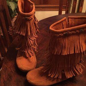 Girls size 3 Minnetonka fringe boots